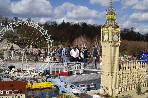Моедель окрестностей Energy London Eye из Лего