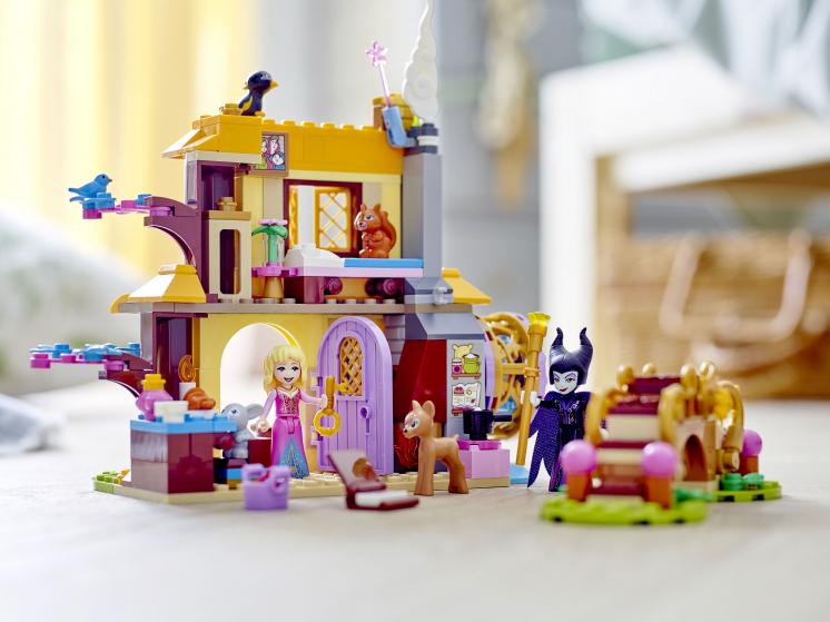 43188 Lego Disney - Лесной домик Спящей Красавицы