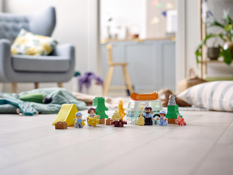 10946 Lego Duplo - Семейное приключение на микроавтобусе